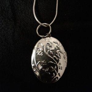 Beautiful Silver Tone Locket
